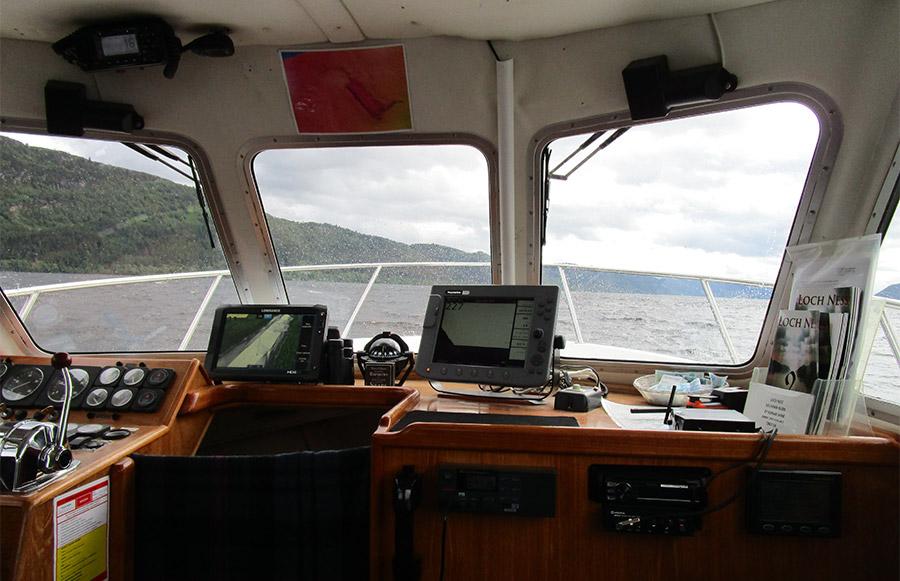 Sur le bateau, à la recherche du monstre Nessie sur le Loch Ness