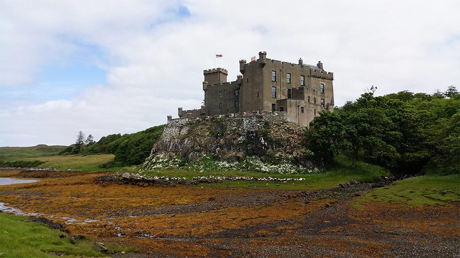 Le château de Dunvegan, à marée basse