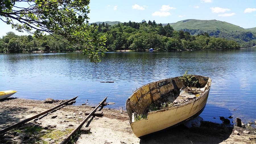 Le ponton de la maison abandonnée de Lady Colquhoun sur Inchconnachan